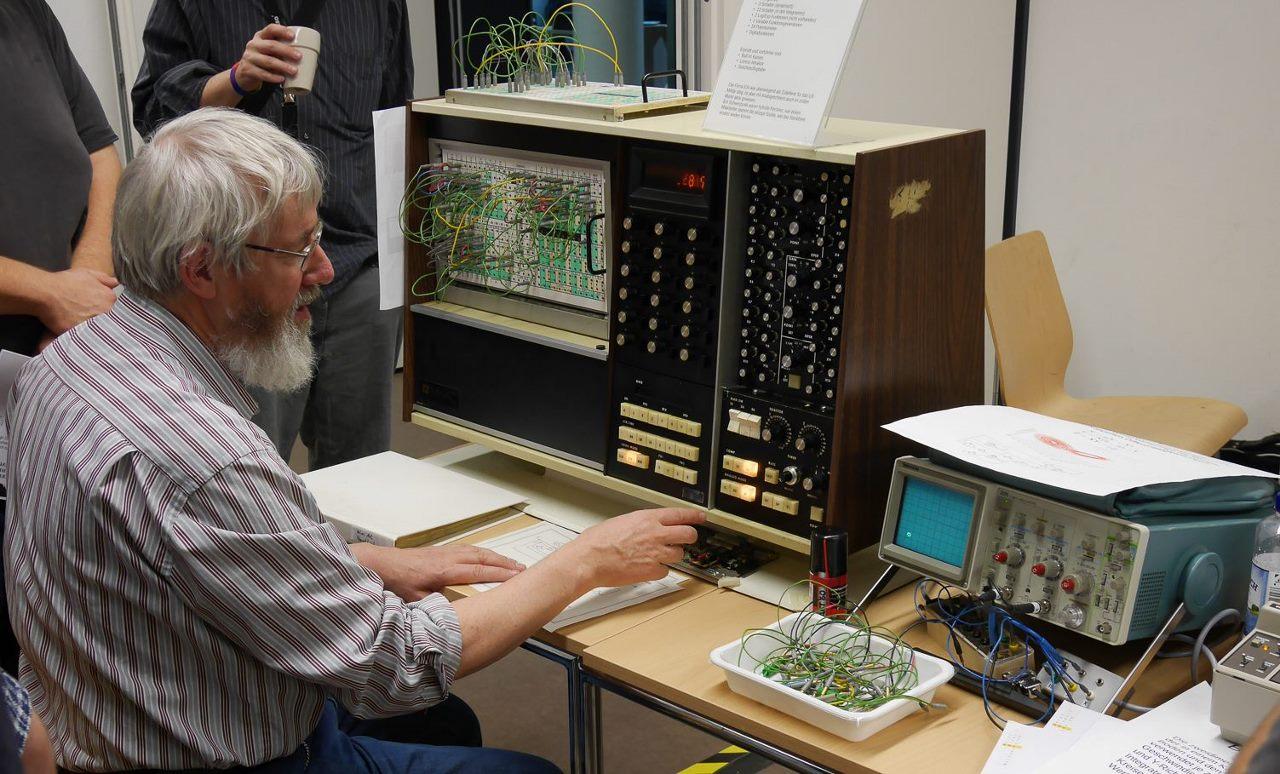 Ein Analogrechner des HNF auf dem Vintage Computing Festival Berlin im Oktober 2015 (Foto HNF)