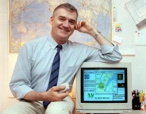 Robert Cailliau mit einem Mosaic-Browser (Foto CERN)
