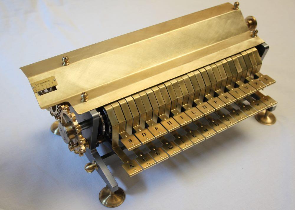 Die Leibnizsche Chiffriermaschine mit geschlossener Abdeckung