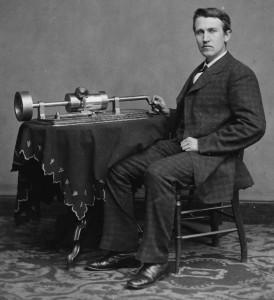 Thomas Edison mit seinem Phonographen
