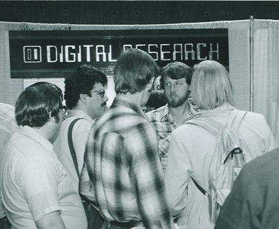 Gary Kildall1979 auf einer IT-Messe (Foto Computer History Museum)