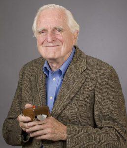 Douglas Engelbart 2008 mit der erten Maus (Foto SRI)