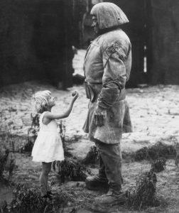 Szene aus dem Golem-Film von 1920