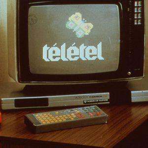 Der Télétel-Versuch 1981 bei Paris verwendete Fernseher wie das deutsche Btx
